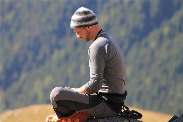 Christian beim Meditieren, © Adolf-Nossberger-Hütte