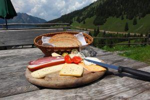 Jause auf der Karseggalm, © Thomas Wirnsperger, www-grossarltal-info
