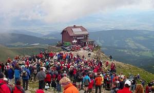Gipfelmesse-am-Zirbitzkogel_Wanderurlaub-auf-der-Alm_Zirbitzkogel_Steiermark