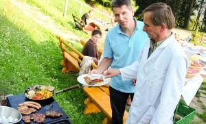 Grillen_Urlaub-auf-der-Alm_Zirbitzkogel_Steiermark