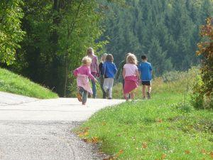 Kinder wandern, Pixabay