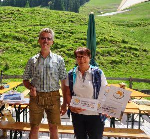 Gütesiegelüberreichung für Wanderdorf Unken, Thomas Wirnsperger und Elisabeth Schmiderer