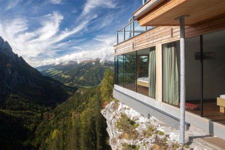 (c) Dolomitenhütte Lienz